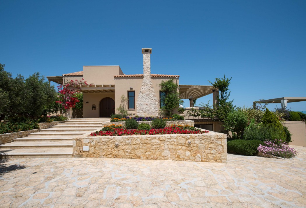 Luxury villa in NW Crete with heated pool