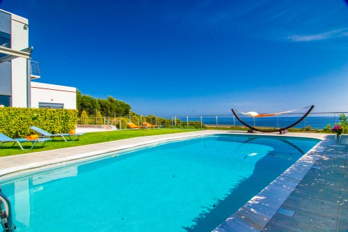 The  pool area which is overlooking the sea is going to be your own private haven