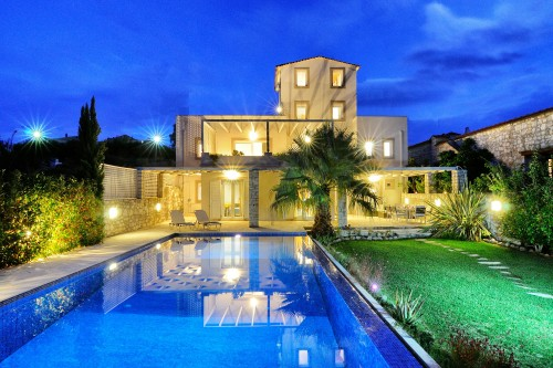 Four level cretan mansion with two independent studios