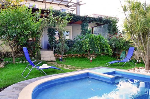 House with private pool in Kamisiana