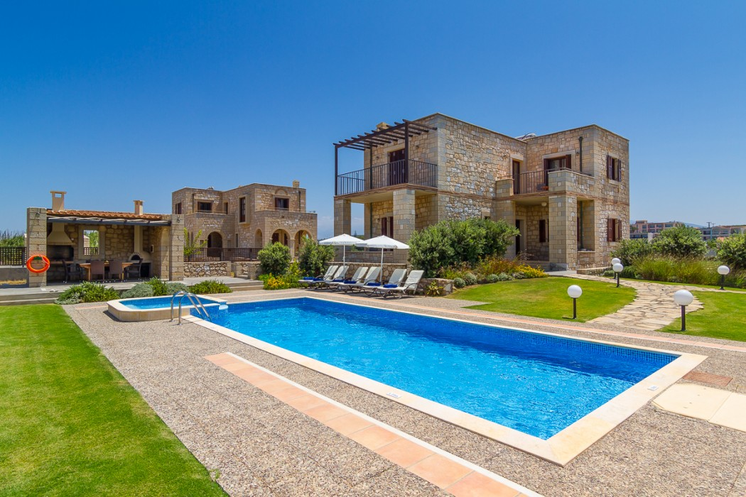 Luxury stone villa with direct access to the sea
