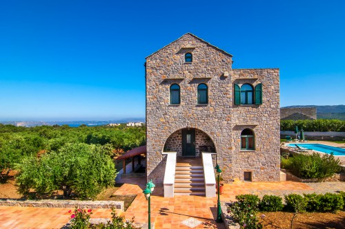 Elegant 3 bedroom stone house with a great view to Souda bay