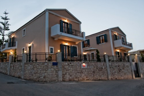 Two floor villa with garden & swimming pool