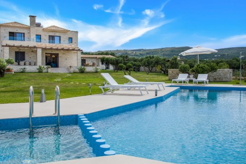 Brand-new PRVT-Pool Luxury Villa in West Crete