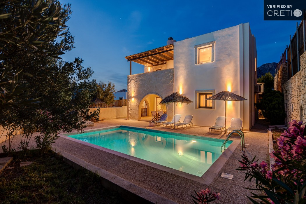 4 bedroom private villa with pool