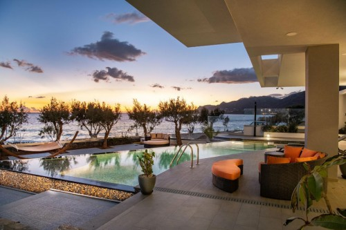 6-bdrm Luxury PRVT Pool Villa Complex in South-Eastern Crete