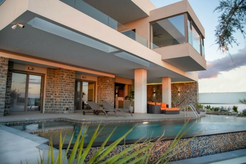 2-bedroom Luxury Pool Villa in South-Eastern Crete