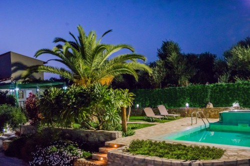Villa with Private pool and parking, quiet environment