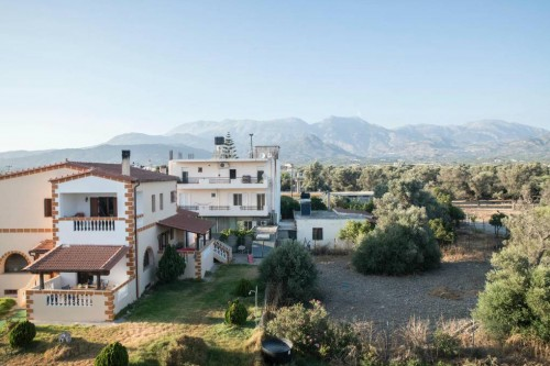 Charming 3 bedroom apartment with mountains and sea views