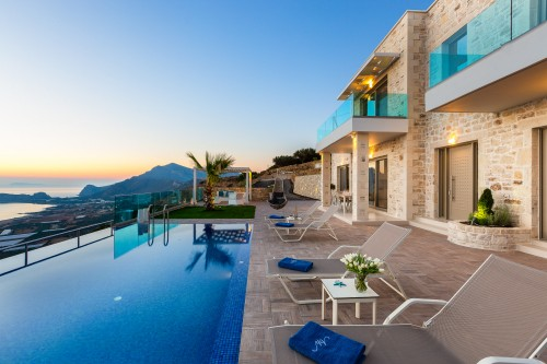 Lavish Villa for 7 guests overlooking Phalasarna Beach