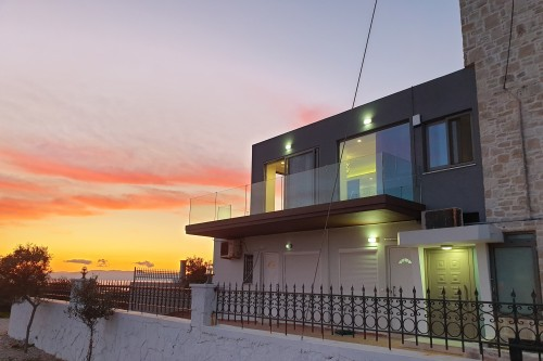 Luxury 3-bedroom Private House in Tersanas