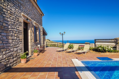 The pool of this traditional villa in Platanos, Chania