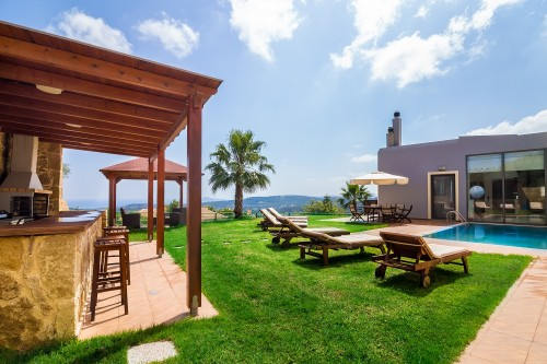 Luxury villa with private pool close to Maleme