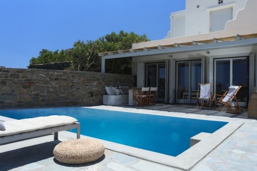 Villa with private terrace with private pool in Tinos