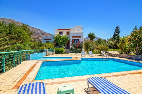 Moments of relaxation by the pool of this nice holiday villa in Plakias