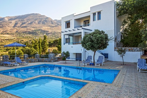 Spacious,  fully equipped with prive pool villa in Rethymo