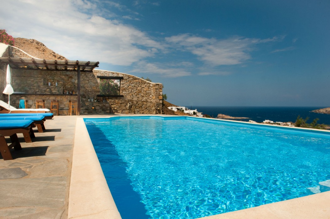 White villa with private pool and sea view in Mikonos