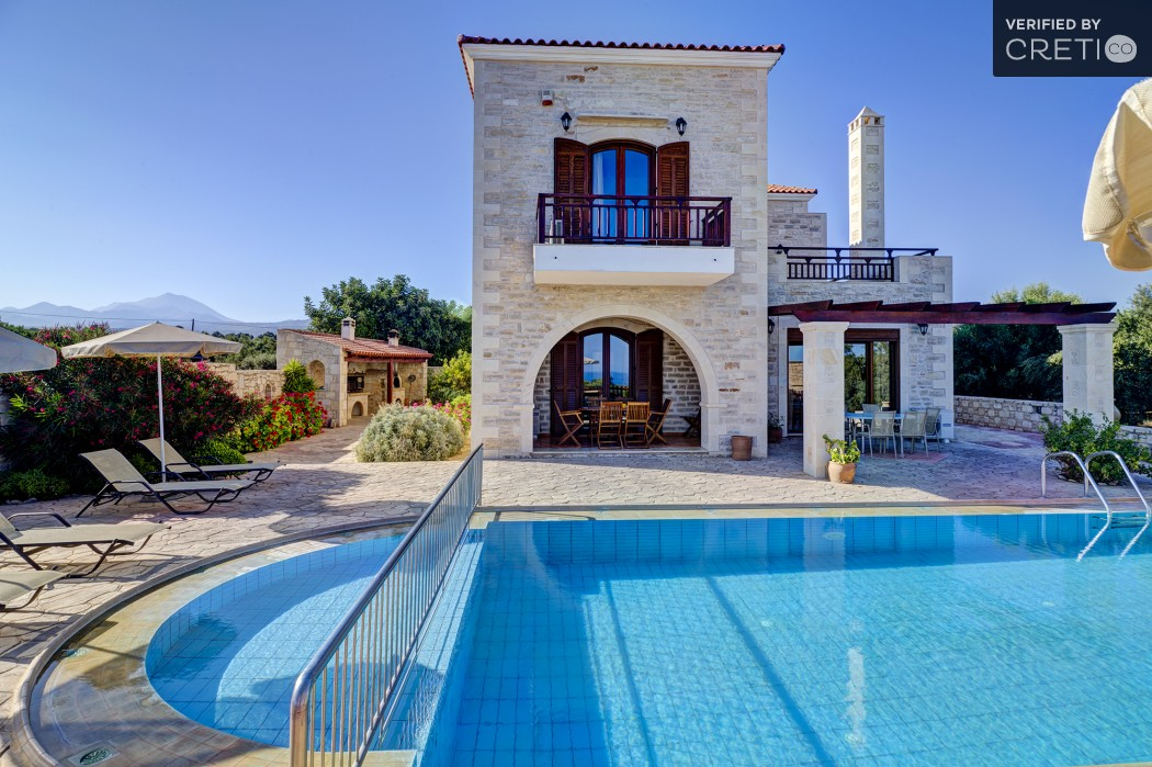 The beautiful exterior of the villa in Asteri, Rethymno