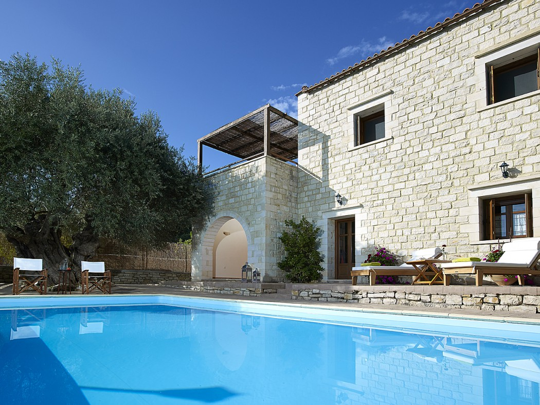 The private pool of the stone villa in Spili, Rethymno